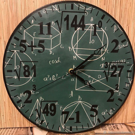 "Часы настенные ""Простая математика"" ручной работы на заказ"