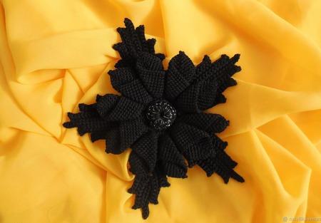 """Брошь-цветок """"Черная лилия"""" ручной работы на заказ"""