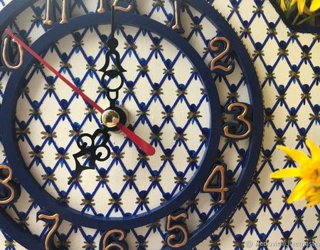 """Часы с имитацией кобальтовой сетки настенные """"Петербургский фарфор"""" ручной работы на заказ"""