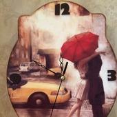 """Часы интерьерные """"Свидание под дождем""""."""