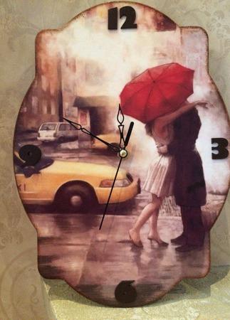 """Часы интерьерные """"Свидание под дождем"""". ручной работы на заказ"""