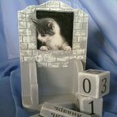 """Настольный вечный календарь """"Кошки-мышки"""""""