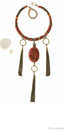 Колье с резным кулоном и кистями из цепочек Ананда ручной работы на заказ