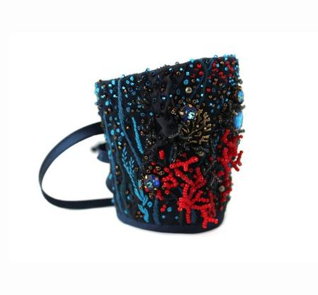 Браслет текстильный с вышивкой и Сваровски Тайны морских глубин ручной работы на заказ