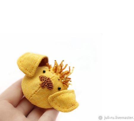 Брошь желтый щенок Жуль ручной работы на заказ
