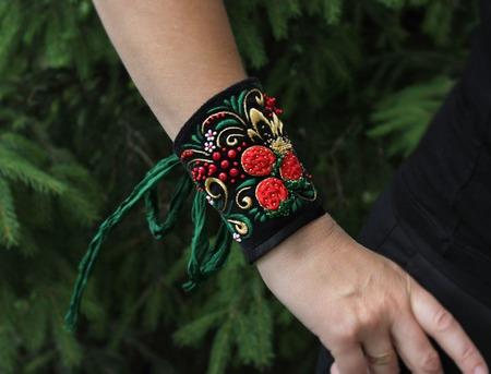 Браслет текстильный с вышивкой Хохломские завитушки ручной работы на заказ