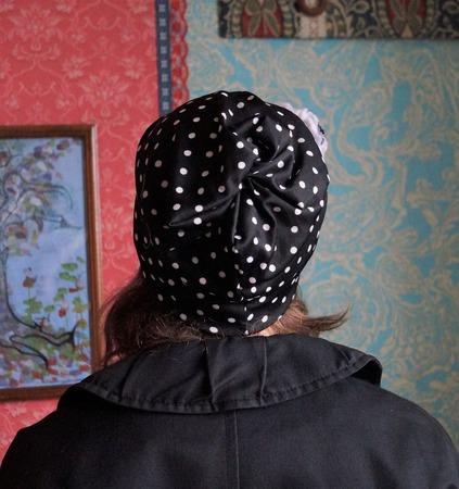 Трикотажная шапочка в горошек «Черно-белое кино» ручной работы на заказ
