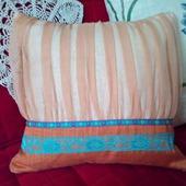 Оригинальная подушечка декоративная с наволочкой