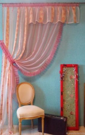 Ассиметричная, прозрачная штора с ламбрекеном нежно-розового цвета ручной работы на заказ