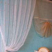 Воздушные шторы из органзы с шитьем и центральным элементом