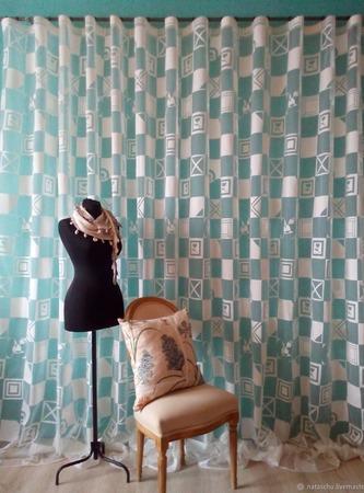 Молочная штора с абстрактным рисунком. Легкая штора. ручной работы на заказ