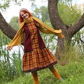 Теплое платье-сарафан с брошью
