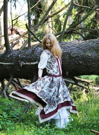 Льняное платье в стиле бохо ручной работы на заказ