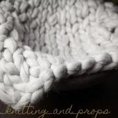 Светло-серый коврик для фотосессии новорожденного