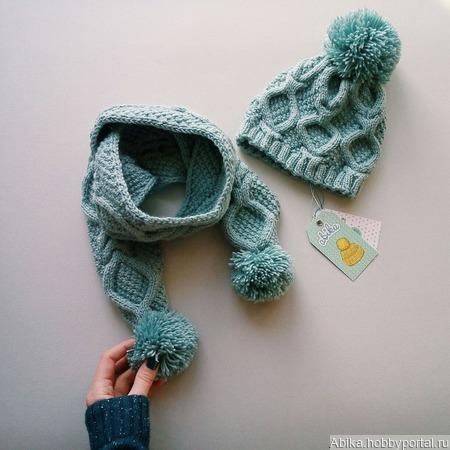 Шапка и шарф с помпонами ручной работы на заказ