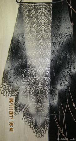 Шаль ажурная, связанная спицами. ручной работы на заказ