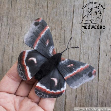 Брошь из кожи Бабочка Сатурния Цекропия ручной работы на заказ