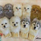 Детские вязаные варежки с декором котят и собачек