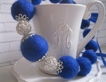 Бусы валяные Королевский синий ручной работы на заказ
