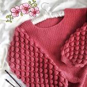 Модный вязаный свитер Малинки ручной работы