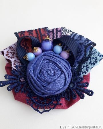 Брошь бохо из натурального льна сине-малиновая ручной работы на заказ
