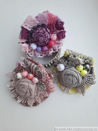 Брошь бохо из натурального льна розово-малиновая ручной работы на заказ