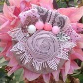 Брошь бохо из натурального льна цвета пыльная роза