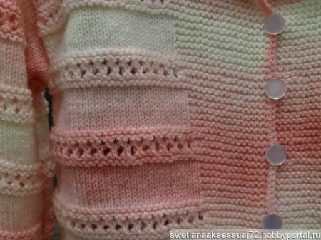 Детская вязаная кофточка в розово-белом цвете ручной работы на заказ