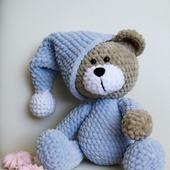 Плюшевый медвежонок в пижаме