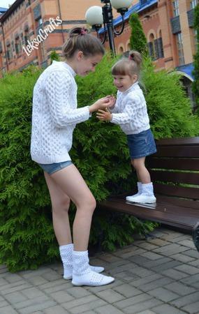 Вязаные сапожки для мамы и дочки ручной работы на заказ