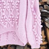 Модный вязаный свитер ручной работы