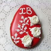 Пряник-яйцо Белые розы на алом В наличии 10 шт