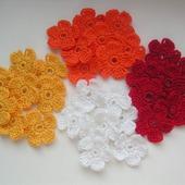 Маленькие цветы вязаные крючком для скрапбукинга