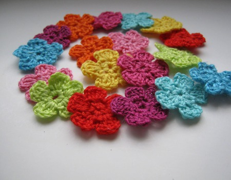 Маленькие цветы вязаные крючком для скрапбукинга ручной работы на заказ