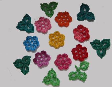 Маленькие цветы вязаные крючком-2 ручной работы на заказ
