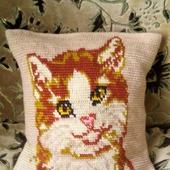 """Вязаная жаккардовая подушка """"Рыжий кот"""""""