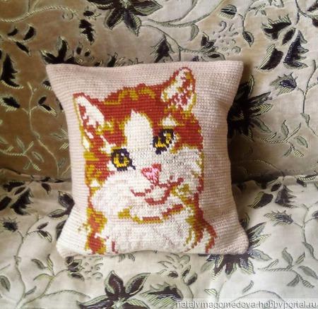 """Вязаная жаккардовая подушка """"Рыжий кот"""" ручной работы на заказ"""
