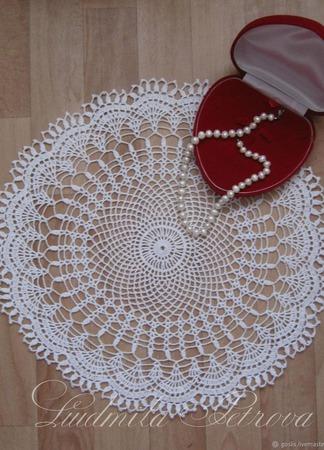 Вязаная ажурная салфетка декоративная ручной работы на заказ