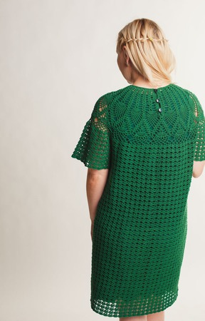 Платье зеленое ажурное вязаное летнее с круглой кокеткой ручной работы на заказ