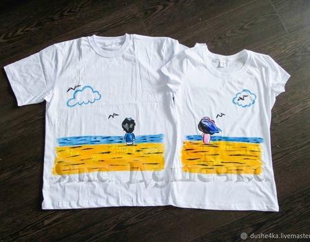 """Парные футболки с росписью """"Двое и море"""" ручной работы на заказ"""