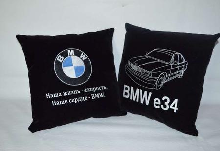 Подушка автомобильная. BMW. Машинная вышивка ручной работы на заказ
