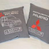 Подушка автомобильная. Mitsubishi. Машинная вышивка
