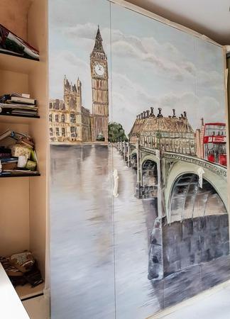 Роспись стен (шкафа-кровати) ручной работы на заказ