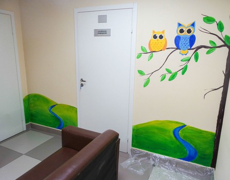 Роспись стен в детском стационаре клиники ручной работы на заказ