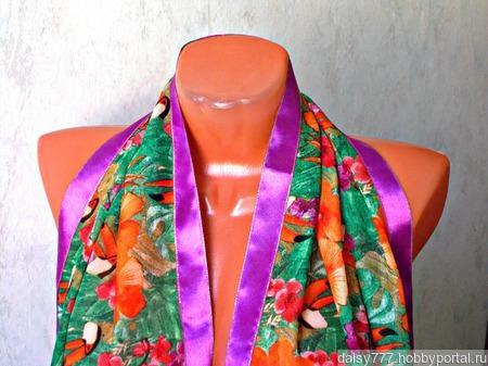 """Зеленый палантин ручной работы из ткани """"Оранжевый попугай"""" модель 2 ручной работы на заказ"""