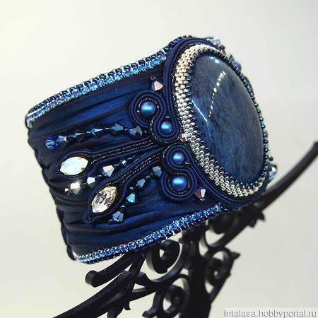Широкий браслет с лентой шибори и родуситом ручной работы на заказ