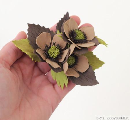 Комплект брошь и заколка с бежевыми цветами ручной работы на заказ