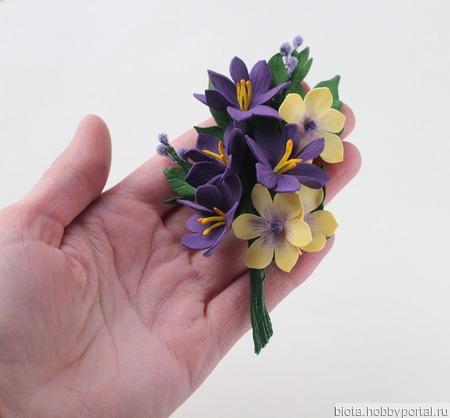 Брошь желто-фиолетовый букетик цветов из фоамирана ручной работы на заказ