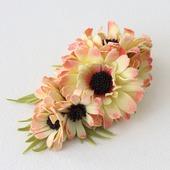 Заколка-зажим желто-розовая с цветами хризантемы из фоамирана