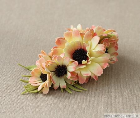 Заколка-зажим желто-розовая с цветами хризантемы из фоамирана ручной работы на заказ